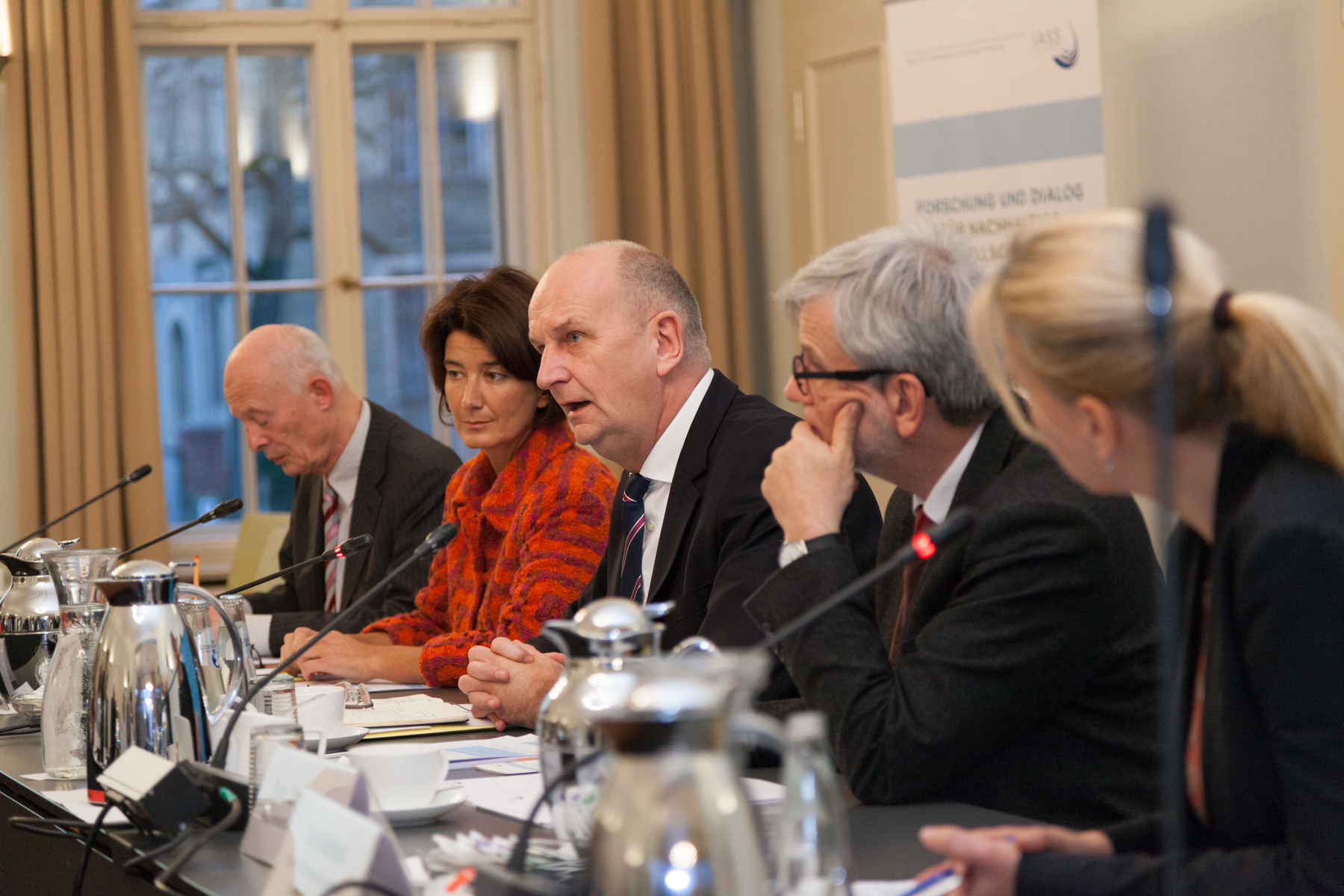 A discussion of Brandenburg's energy and climate policy with (from left to right) Hans Joachim Schellnhuber (PIK), Patrizia Nanz (IASS), Dietmar Woidke, Governor of Brandenburg, Ortwin Renn (IASS), and Viola Gerlach (IASS, moderator).