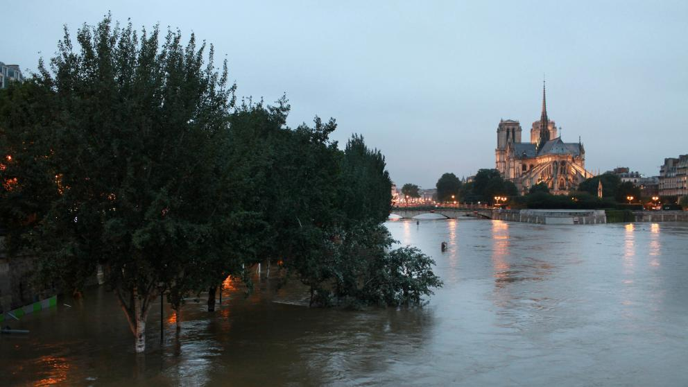 Extreme weather events such as drought and flooding are occurring more often due to climate change. In 2016, the Seine River burst its banks in Paris, the city that has become a symbol for global climate protection.