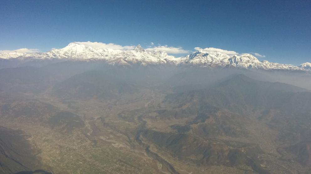 Nepal suffers from severe air pollution. Only the summits around the Annapurna – the tenth highest mountain worldwide – are atop the smog layer. This research project is looking into the effects of air pollutants on the regional climate.