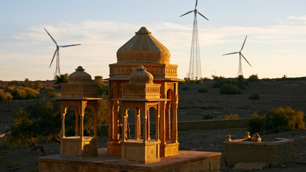 Wind turbines in the Indian state of Rajasthan: renewable energies are on the rise across the globe.
