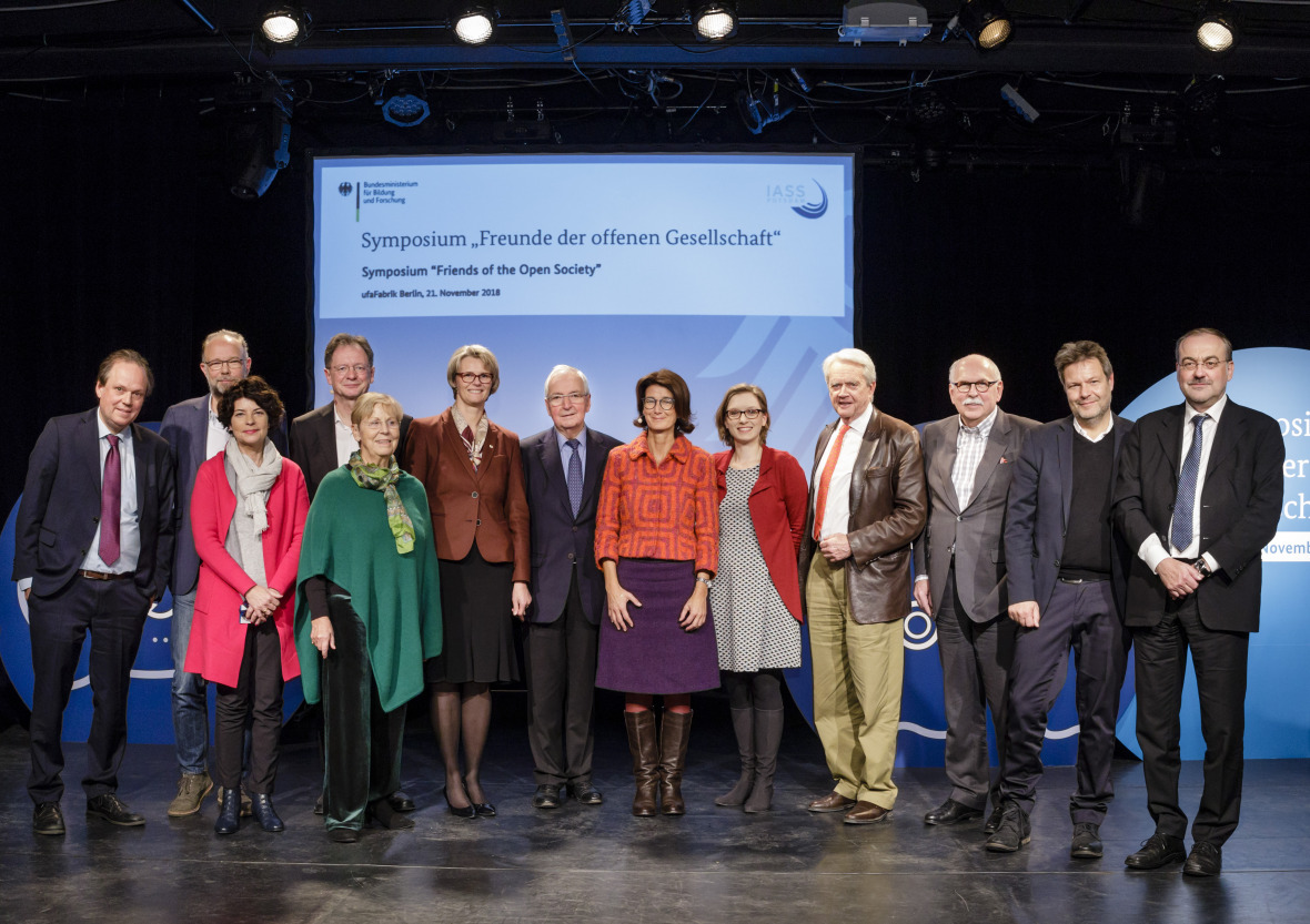 Symposium guests (f.l.t.r.): Jürgen Renn, Bernd Ulrich, Petra Grimm, Alexander Müller, Mechthild Töpfer, Anja Karliczek, Klaus Töpfer, Patrizia Nanz, Lisa Herzog, William K. Reilly, Matthias Kleiner, Robert Habeck and Thomas Bauer.