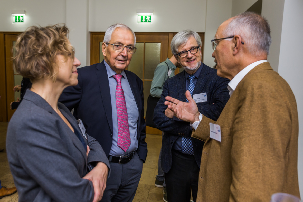 Klaus Töpfer and Ortwin Renn in conversation with Ingeborg Niestroy (IASS) and Manfred Konukiewitz (Federal Ministry for Economic Cooperation and Development)