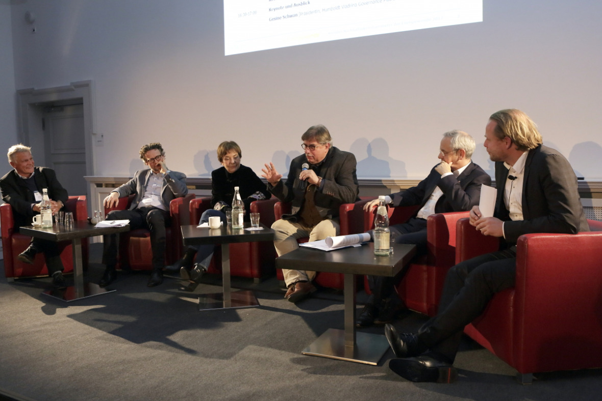 The panel. At the microphone: Philipp Holzmann (Federal Environment Agency)
