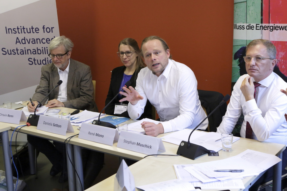 Press Conference on the Social Sustainability Barometer with Ortwin Renn (IASS), Daniela Setton (IASS), René Mono (100% erneuerbar Stiftung) and Stephan Muschick (Innogy-Stiftung)