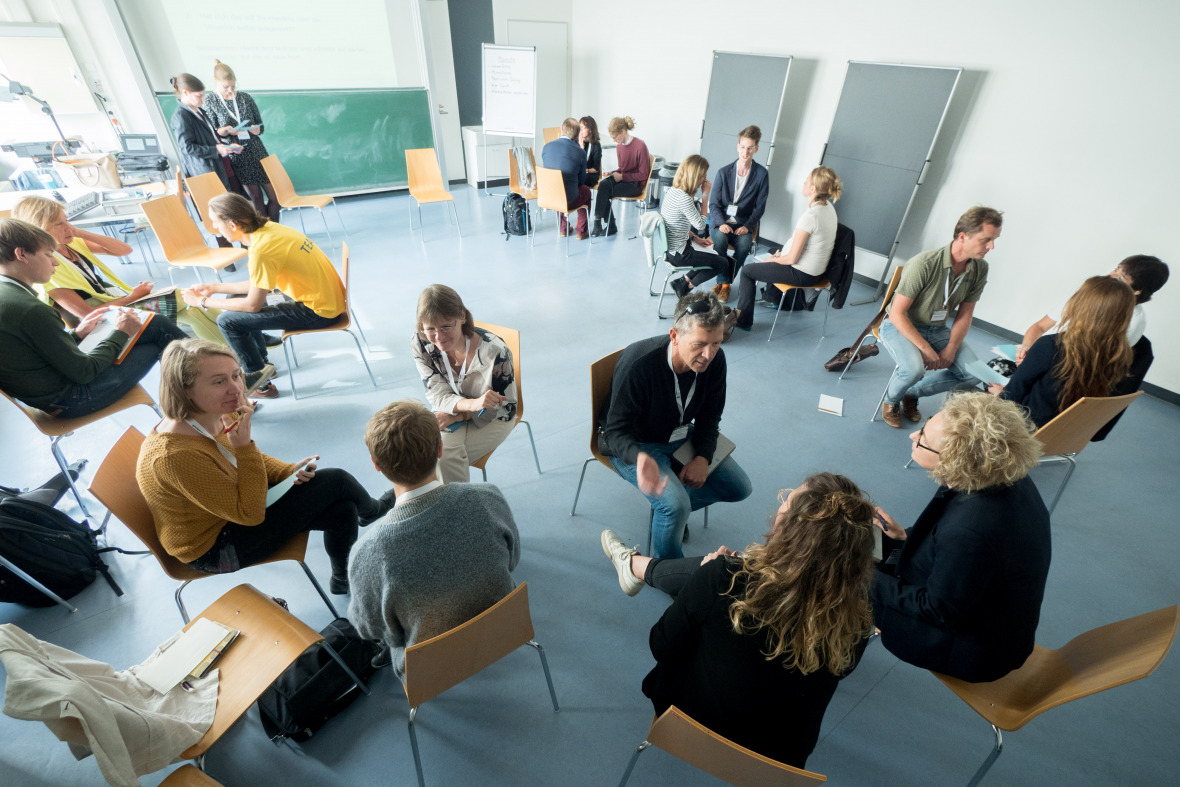 "IASS researchers Anne-Katrin Holfelder and Carolin Fraude led the workshop ""Zukunft bewusst (neu) denken"" (Exploring the future from a new perspective)."