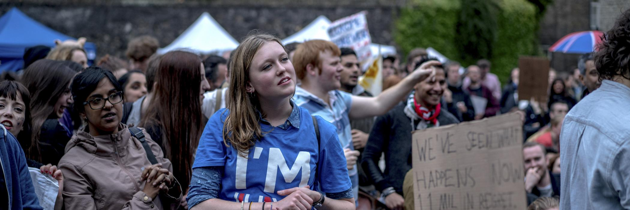 """Vote again"": disappointed Britons demonstrate for a new referendum following the Brexit vote in June 2016. The IASS studies different forms of public participation and involvement."