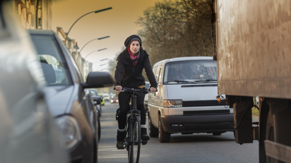 How dangerous is air pollution for my health? Many cyclists in German cities ask themselves the same question.