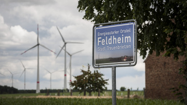 The example of Feldheim in Treuenbrietzen, Brandenburg shows how cooperation between citizens, business and local politicians can create a decentralised and environmentally friendly energy supply system that is in touch with community needs.