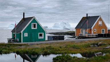 The colourful fishermen's houses in the village of Qeqertasuaq, Greenland, suggest an idyllic way of life. But the Arctic fishing industry is rife with conflicts among different interest groups. How can they be contained? The ArcticABC project focuses on this question.